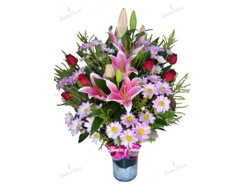 Mixed flowers in Vase 01