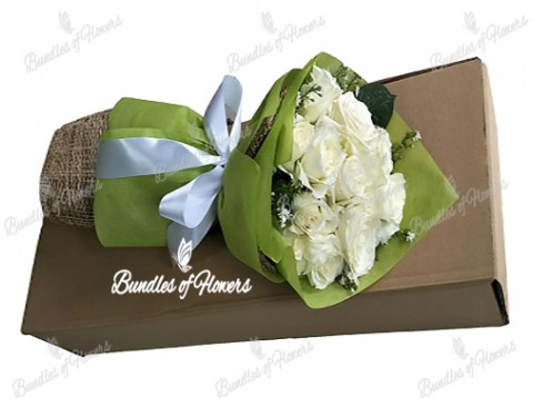 12 White Roses in a Box