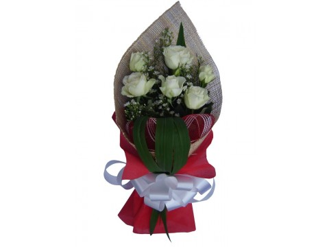6 Ecuadorian White Roses