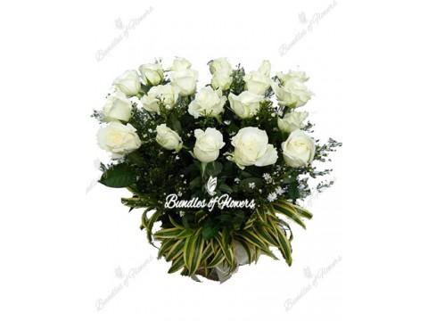 20 White Roses vase